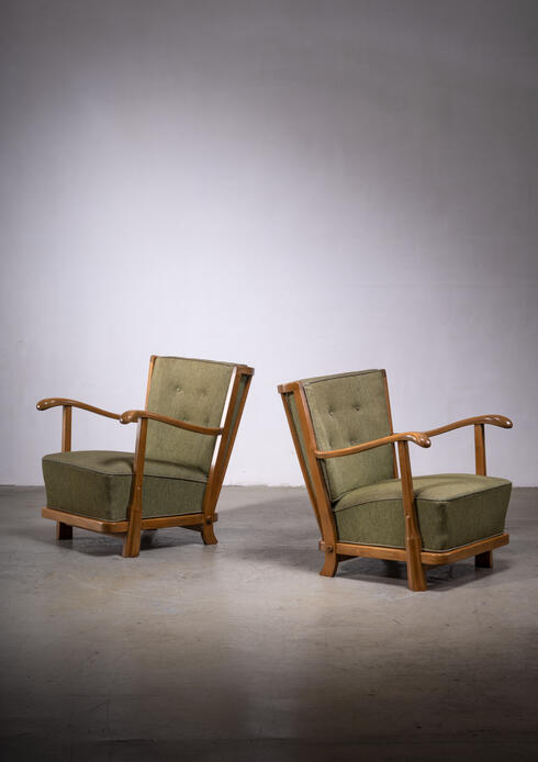 Bloomberry - Pair of Fritz hansen model 1594 armchairs