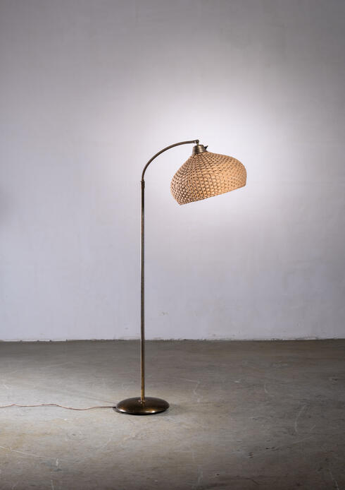Bloomberry - Scandinavian Modern height-adjustable floor lamp