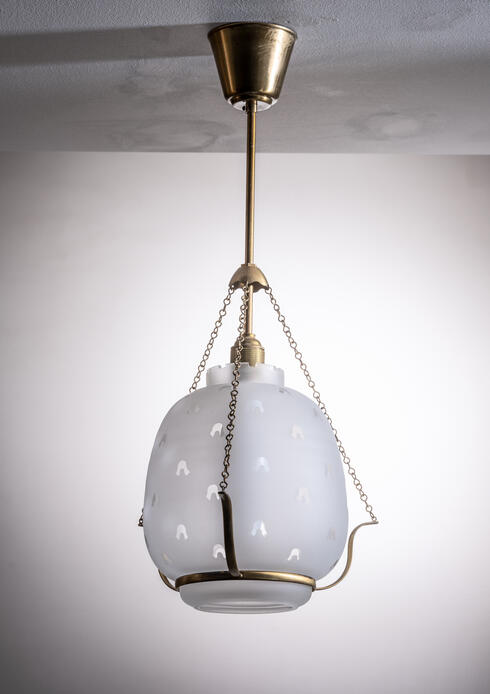 Bloomberry - Frosted glass pendant lamp in brass frame