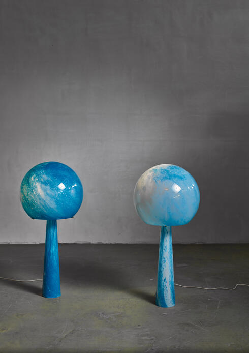 Bloomberry - Extraordinary Pair of large blue glass Val-Saint-Lambert console lamps, 1973