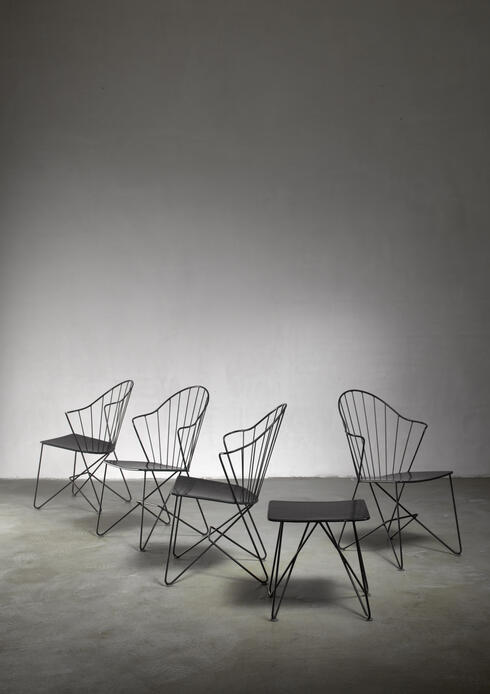 Bloomberry - Mannhardt-Stahlmöbel set of four chairs and a table, Germany, 1950s