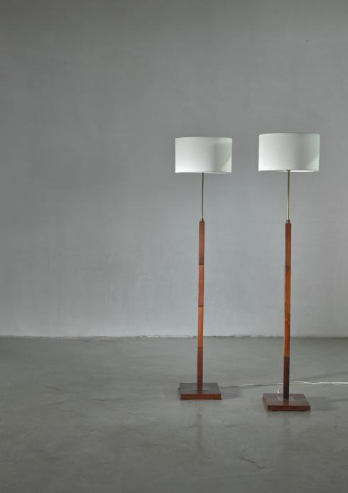 Bloomberry - Pair of Jo Hammerborg height adjustable wood and brass floor lamps