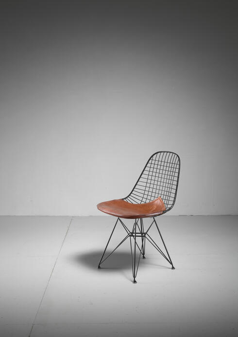 Bloomberry - Eames early DKR wire chair with leather seat on Eiffel frame, USA, 1950s