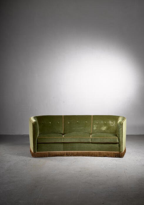 Bloomberry - Fritz Hansen green velour sofa