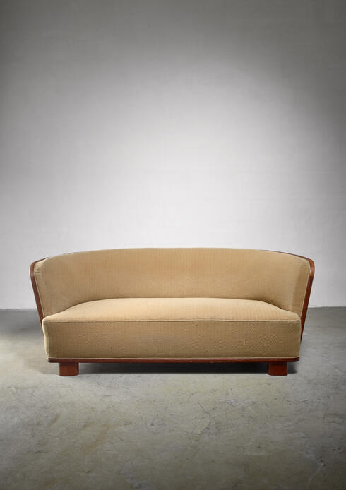 Bloomberry - Søren Willadsen sofa with rounded mahogany frame