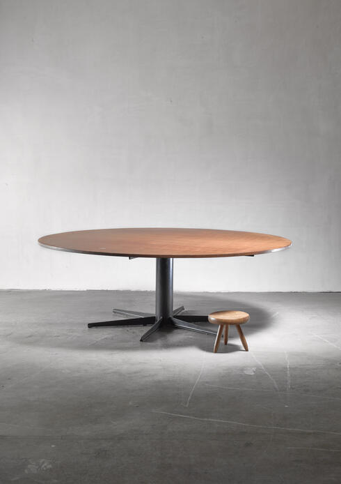 Bloomberry - Very large (225 cm / 88.58 inch diameter)  round industrial table, Dutch, 1950s/60s