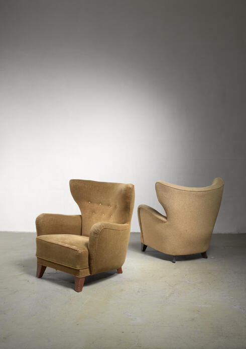 Bloomberry - Pair of wingback lounge chairs