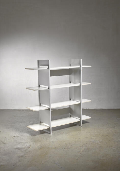 Bloomberry - Willem Penaat wooden shelving unit