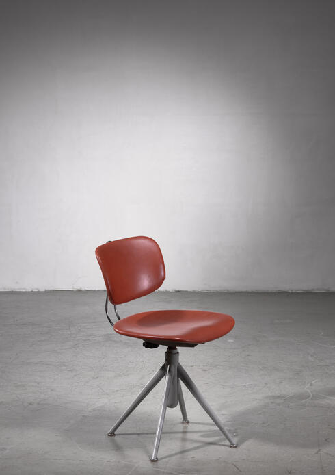 Bloomberry - Ilmari Tapiovaara swiveling desk chair