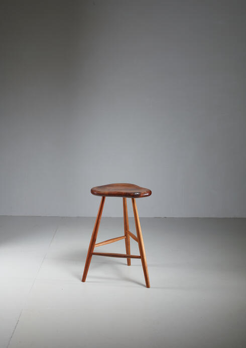 Bloomberry - Michael Elkan studio crafted walnut stool, USA, 1980s
