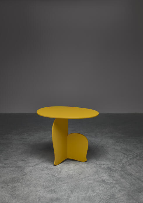 "Bloomberry - Hozan Zangana, sidetable ""Nane Tiri"", customizable"